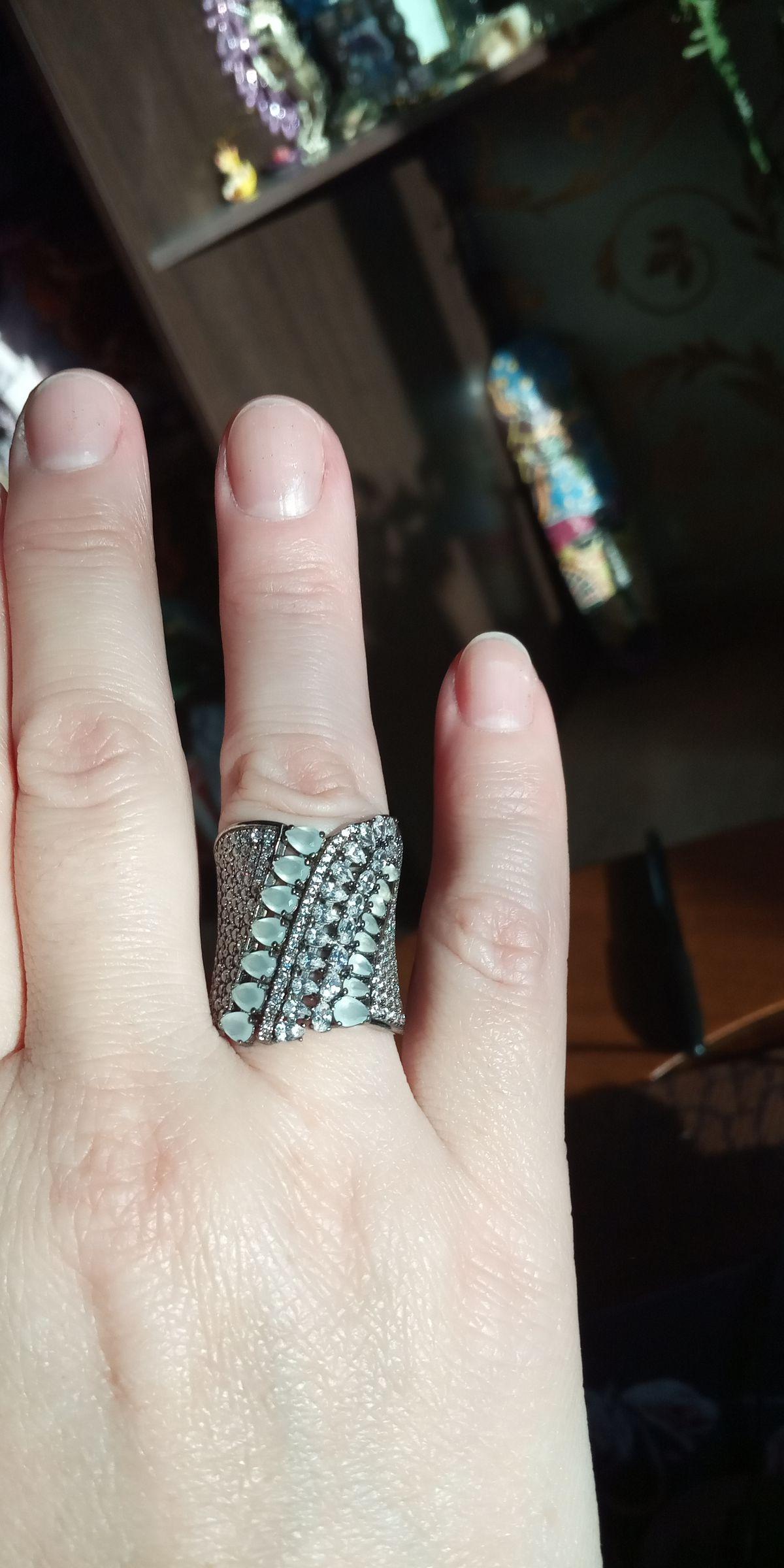 Серебряное кольцо с алпанитом и фианитами.