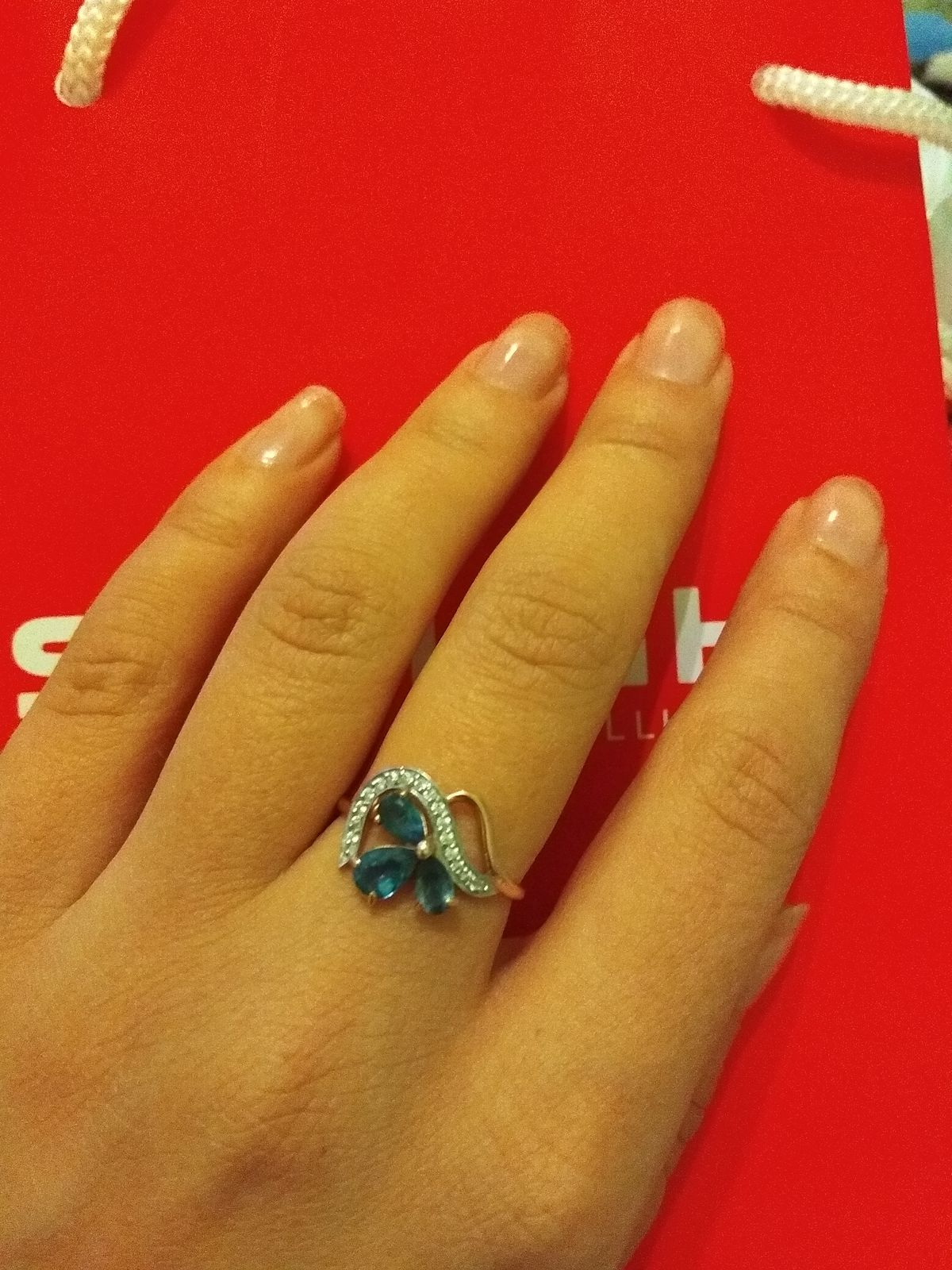 Золотое  кольцо  с топазами  и фианитами.  Золото   585  пробы. Изделие вып