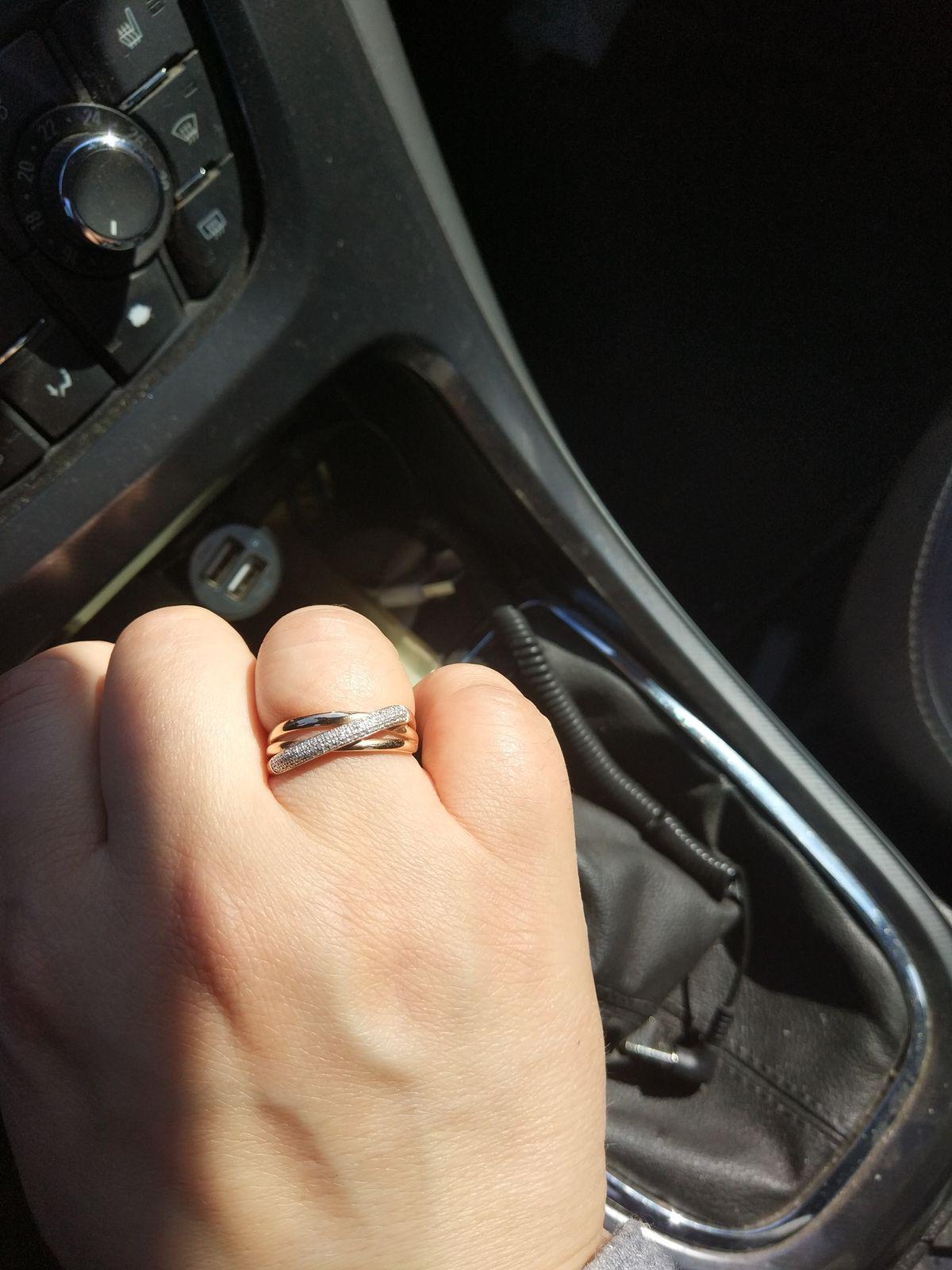 Кольцо с классическими дорожками