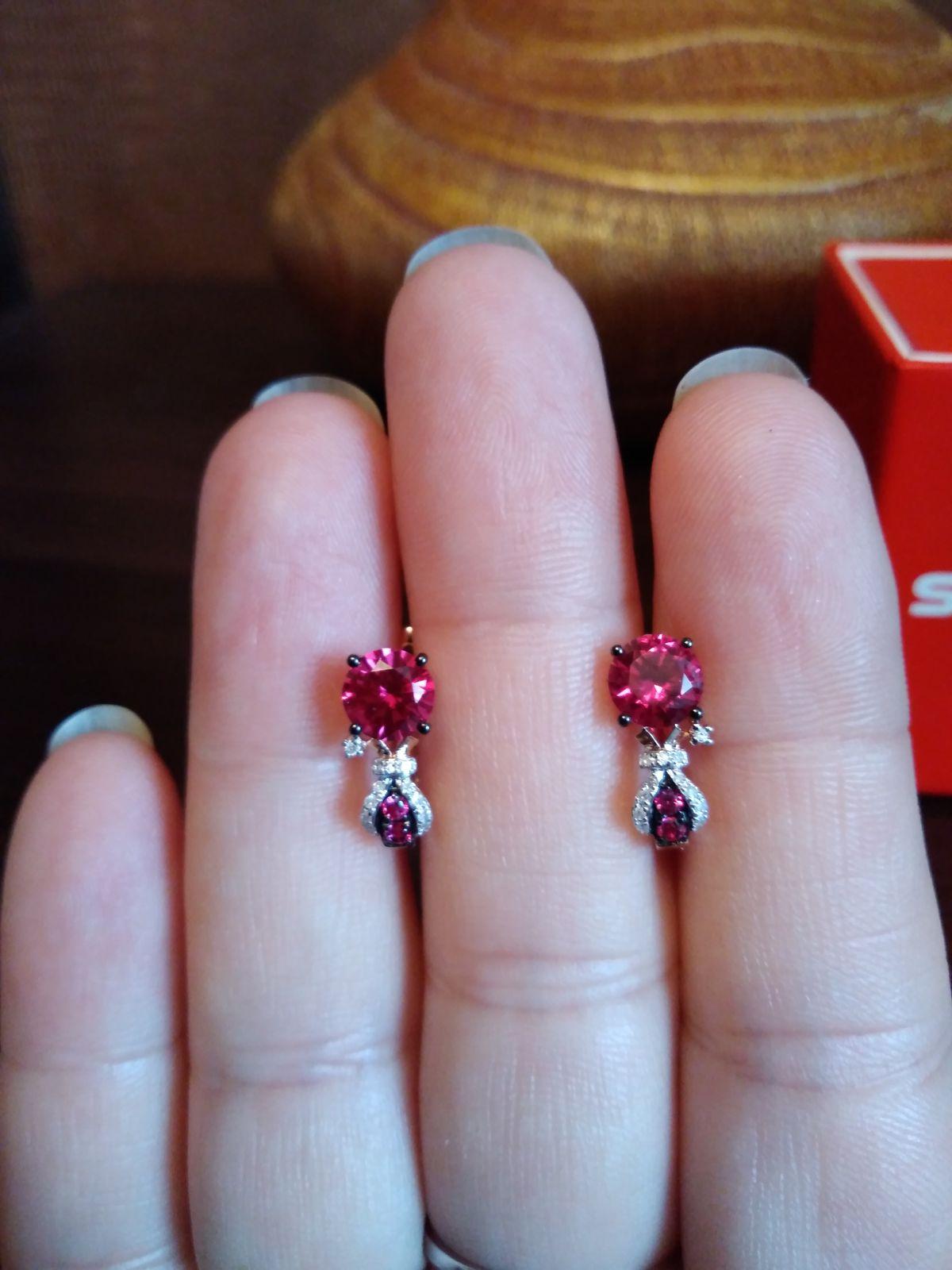 Серьги из розового золота с рубинами и бриллиантами