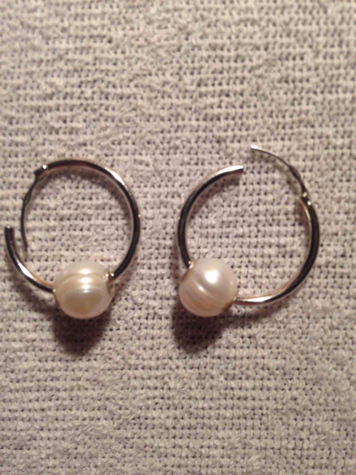Серьги-кольца с жемчугом.