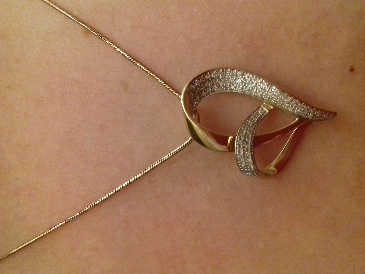 Подвеска сердечко с бриллиантами.