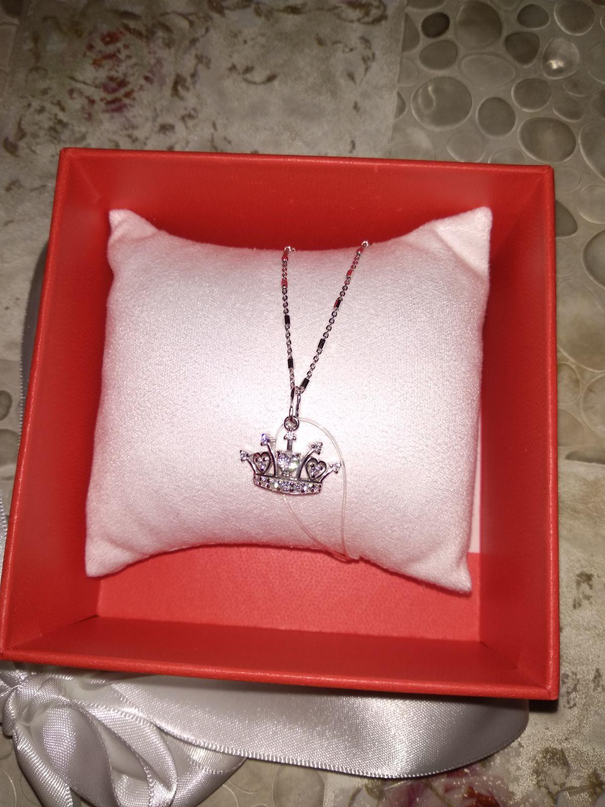 Только для королевы . Очень хороший подарок для женщин.