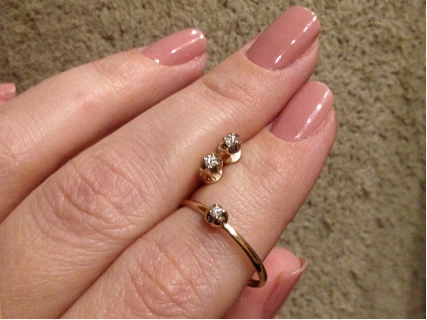Золотые гвоздики с бриллиантами...