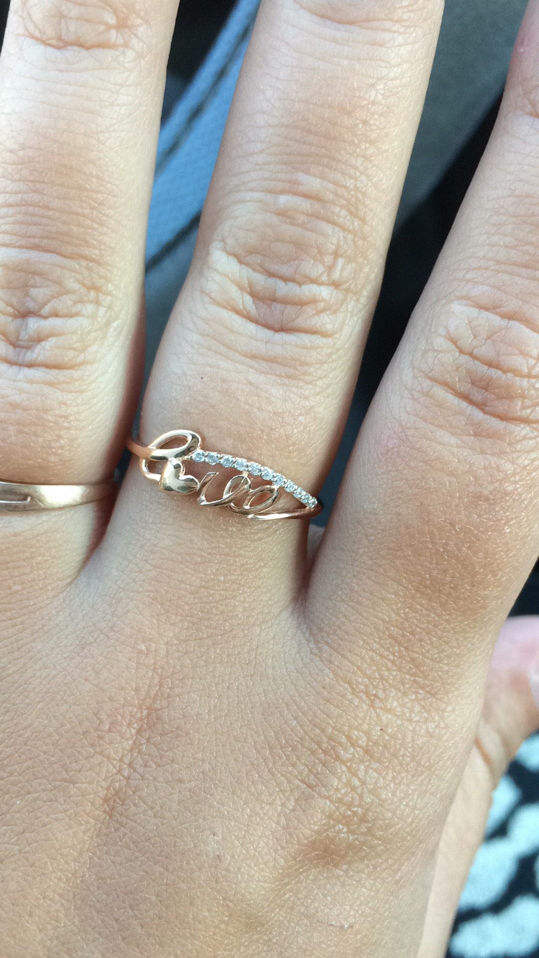 Это кольцо нам досталось по акции в качестве подарка😜