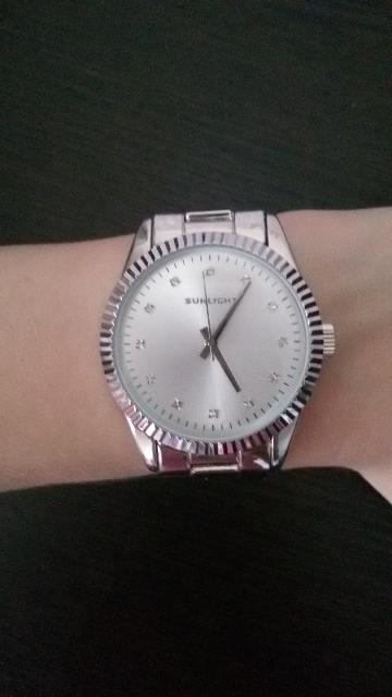 Часы на металлическом ремешке