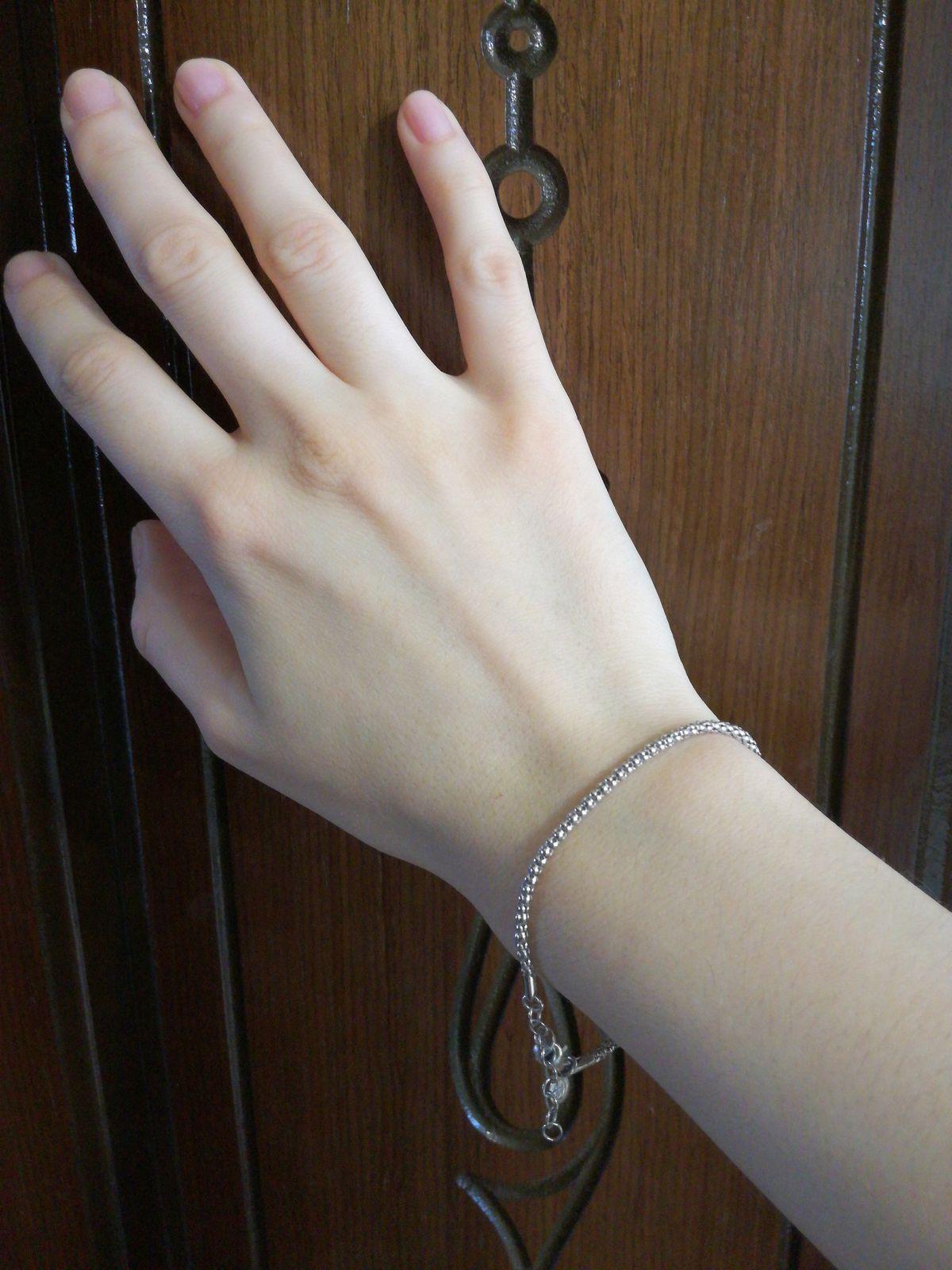 Красивый и стильный браслет