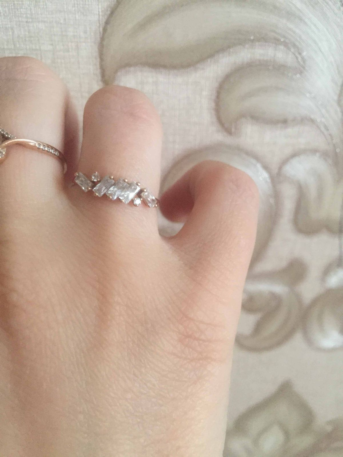 Золотое кольцо с фианитом.