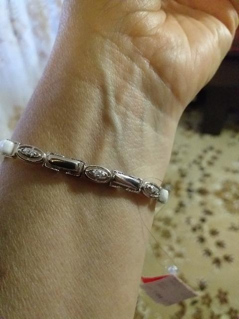 Серебрянный браслет с белой керамики и фианитами.