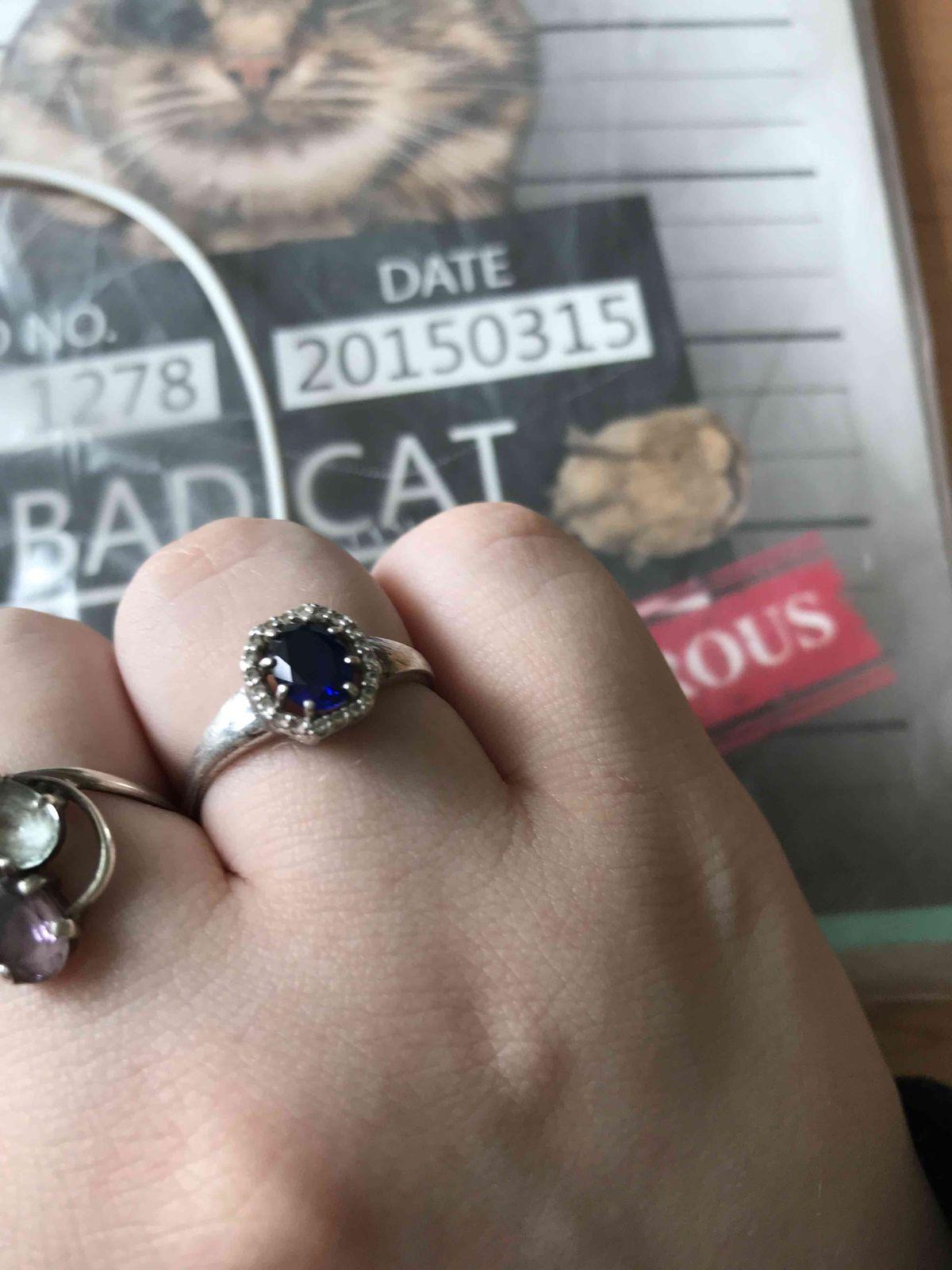 Отзыв на серебрянное кольцо с фианитами .Очень красивое и аккуратное