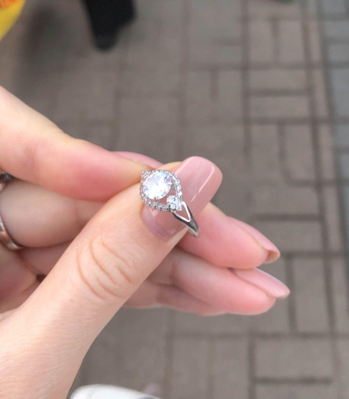 Кольцо красивое, но лучше не брать