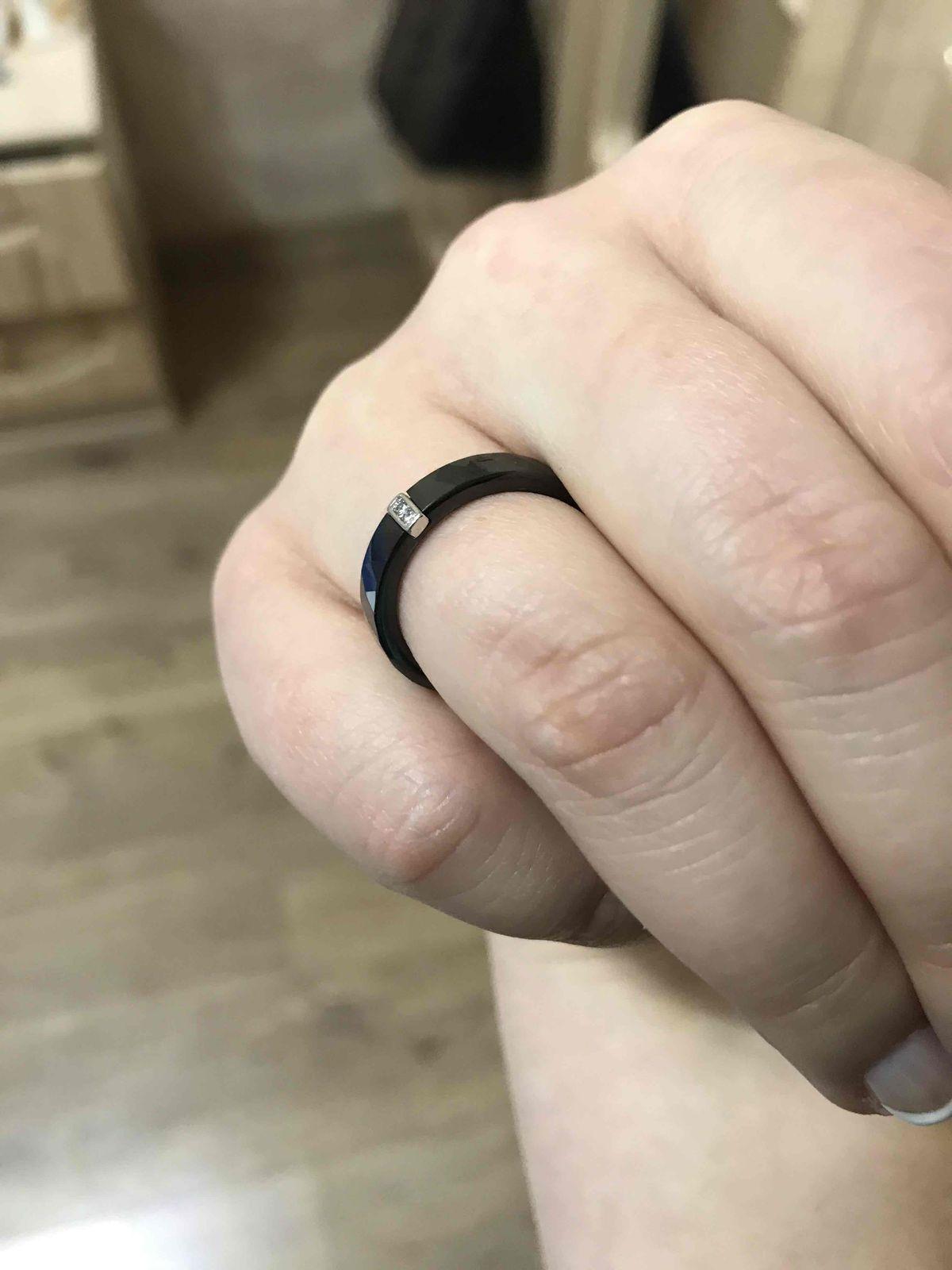 Кольцо с серебром.