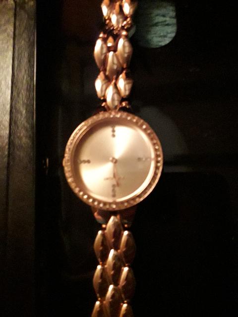 Часы наручные женские,позолоченные