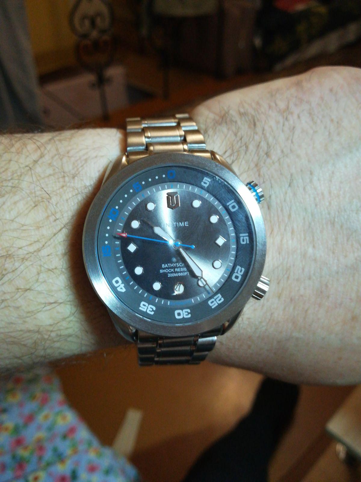 Часы красивые стильные,одно плохо непонятно кто производитель и характеристики