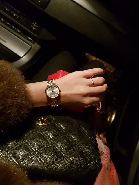 Часы на красивом ремешке