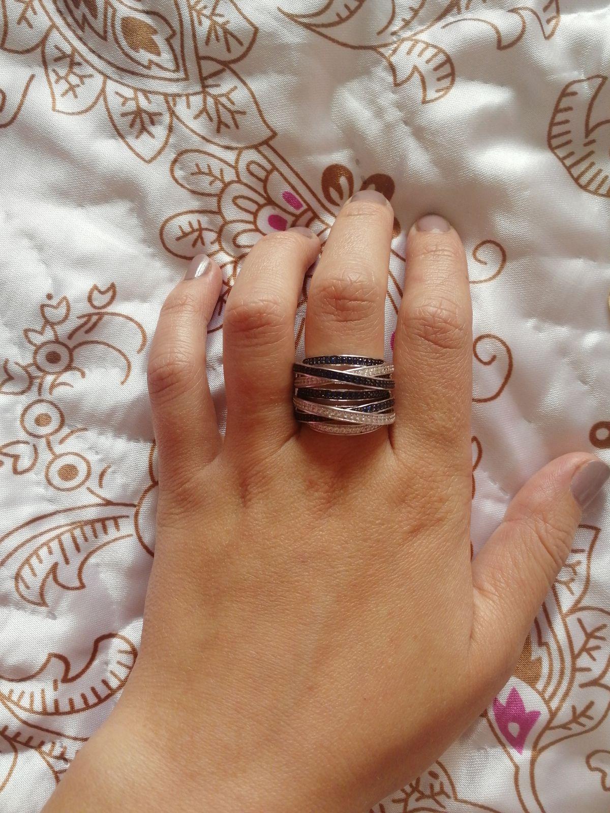 Брала маме на подарок, кольцо запало сразу в самую душу.