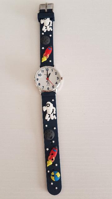 Купила сыну часы,он очень доволен!