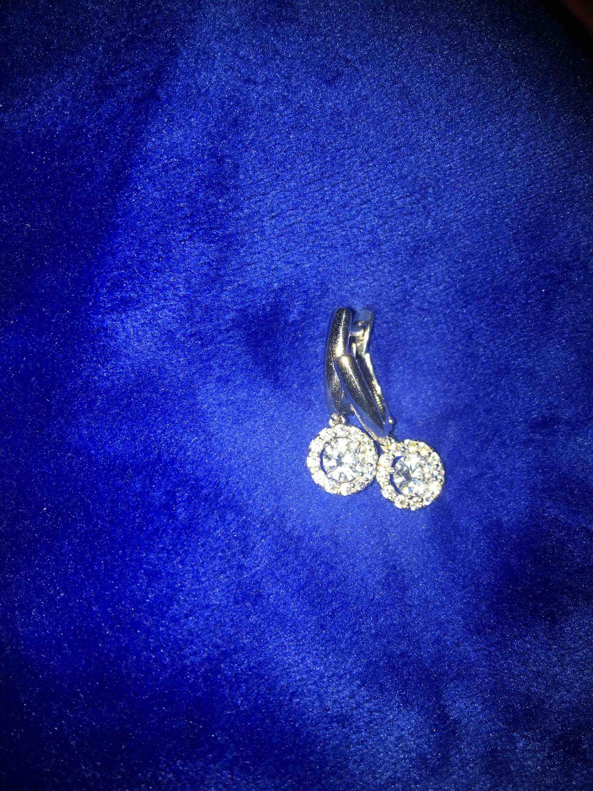 Безупречные сережки из серебра с фиантами