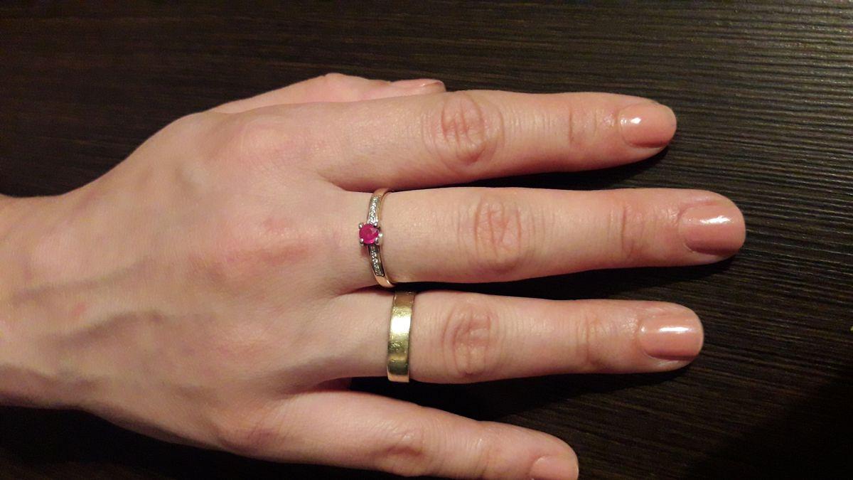 Кольцо с природным рубином