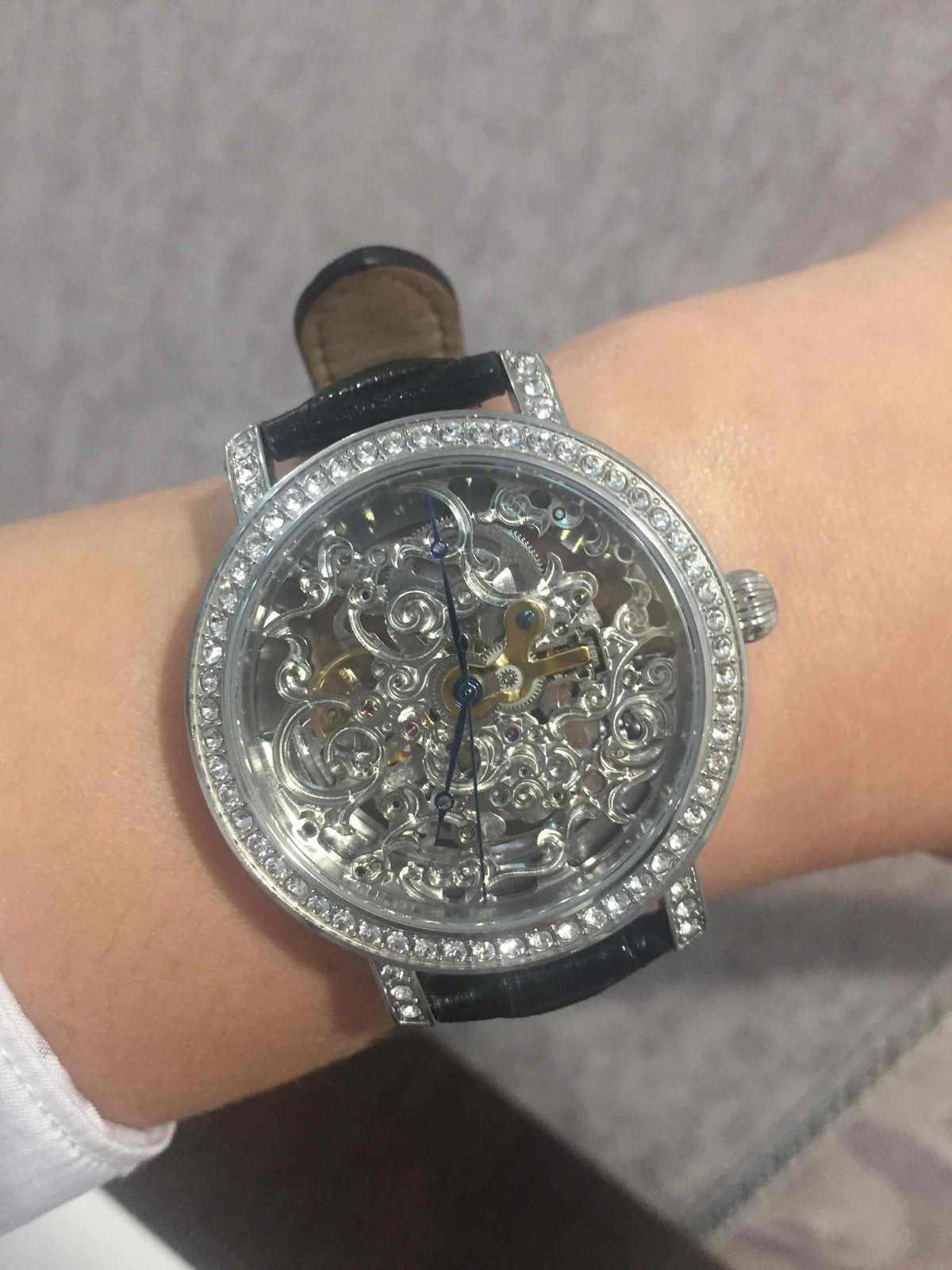 Стильные часы-скелетоны!