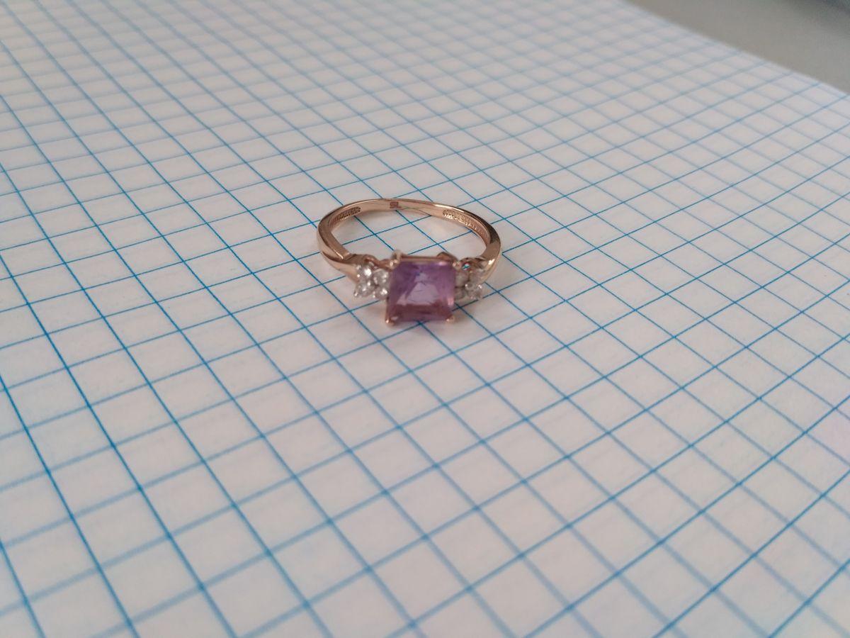 Золотое кольцо с аметистом.