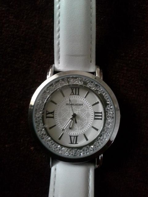 Красивые часы с кристаллами