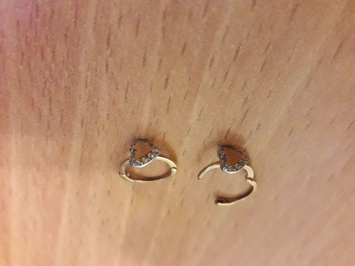 Миниатюрные серьги с сердечками