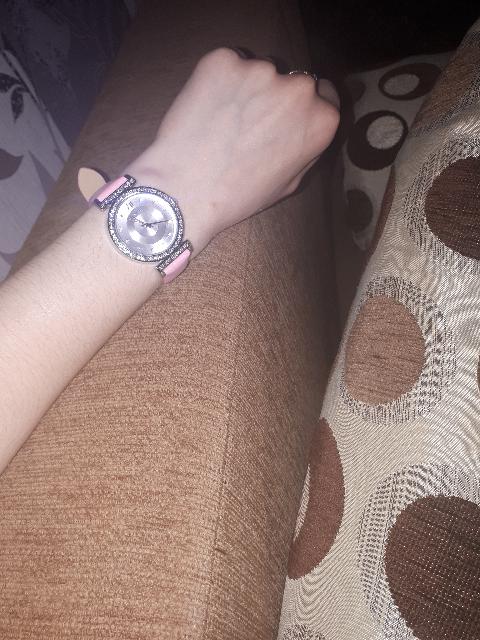 Часы розового цвета