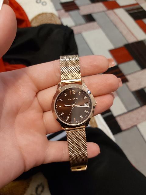 Часы женские под золото.
