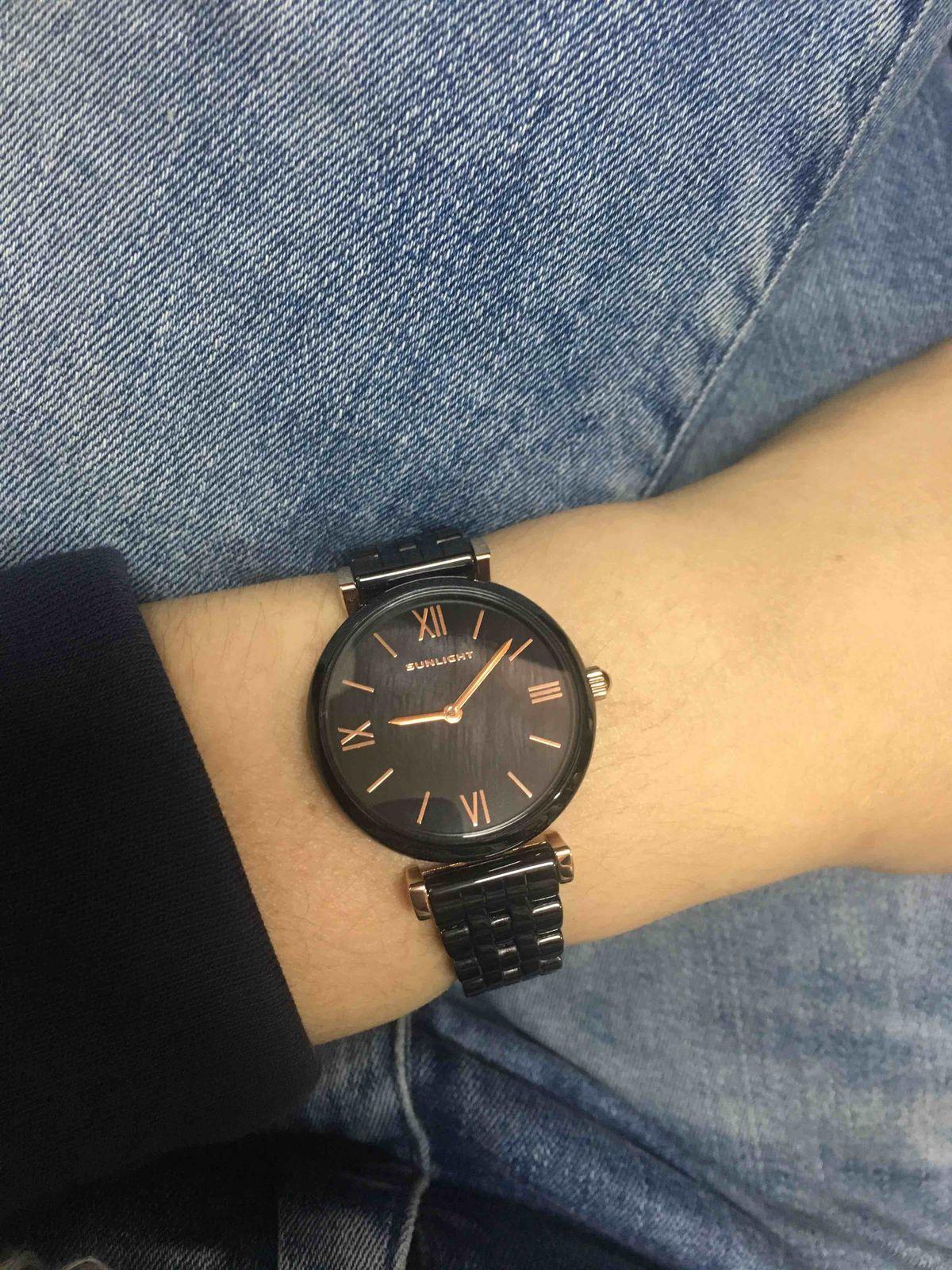 Кварцевые часы выполненные в черном цвете