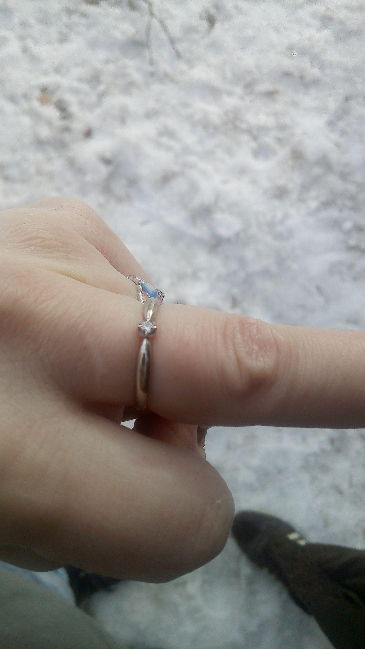 Кольцо с камешком