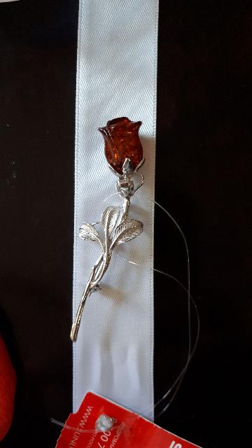 Брошь- роза.