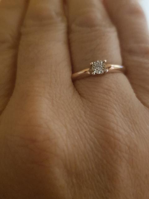Золотое колцо с бриллиантом
