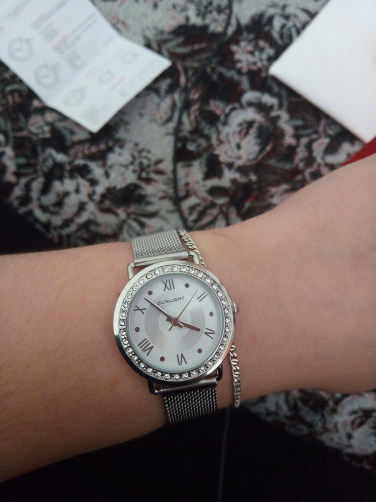 Часы кварцевые, стильные
