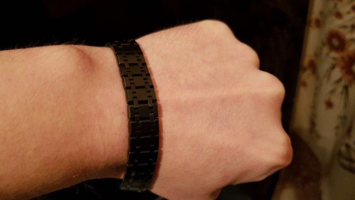 Сталь, форма дизайн на сей раз в черном.