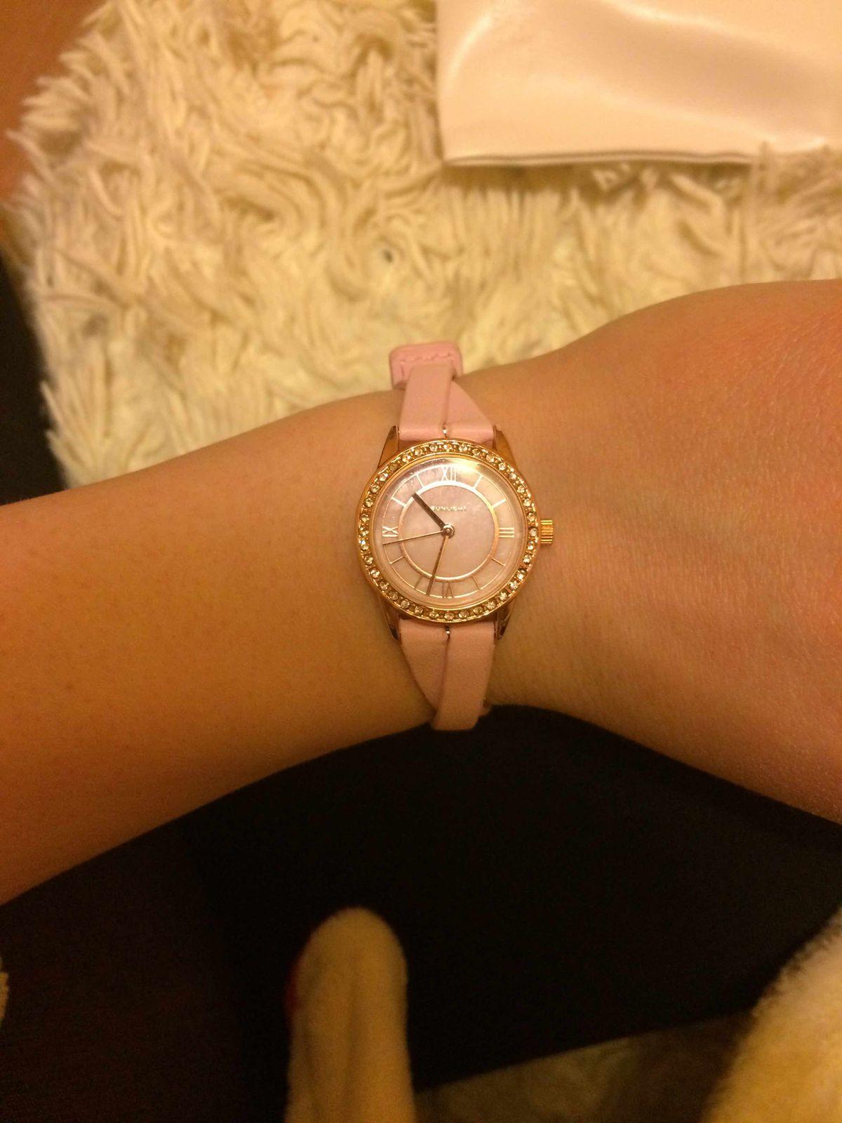 Замечательные часы на тонкую руку