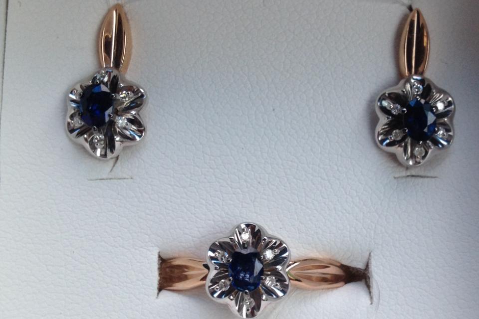 Комплект с сапфирами и бриллиантами