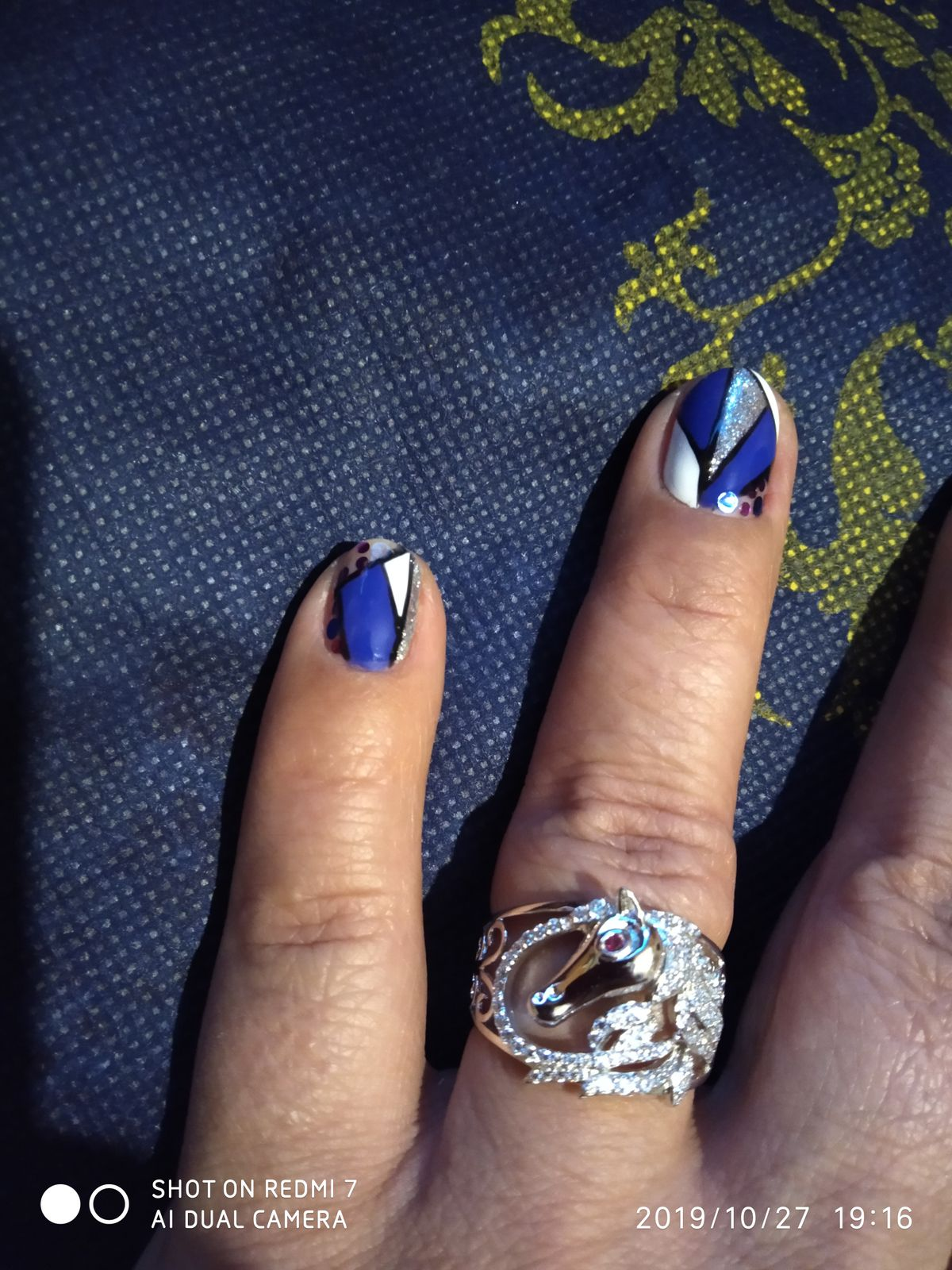 Восхитительное кольцо с изображением головы лошади.