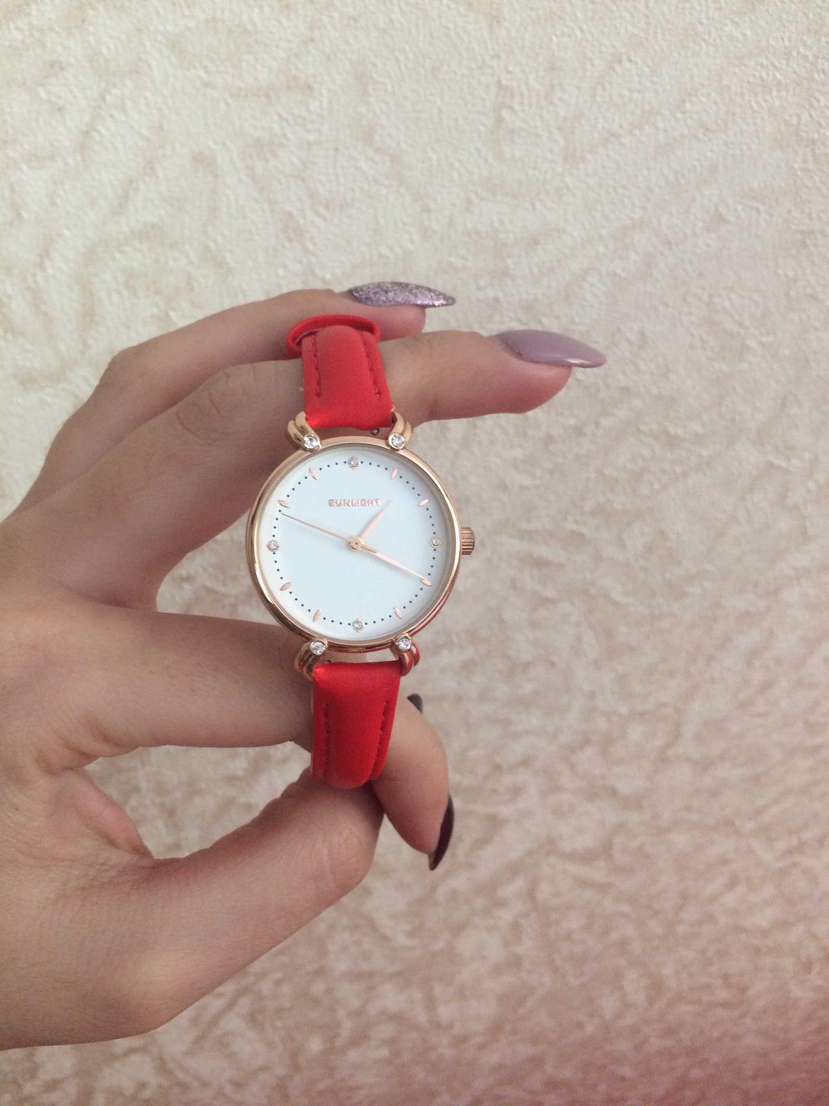 Женские часы с красным ремешком