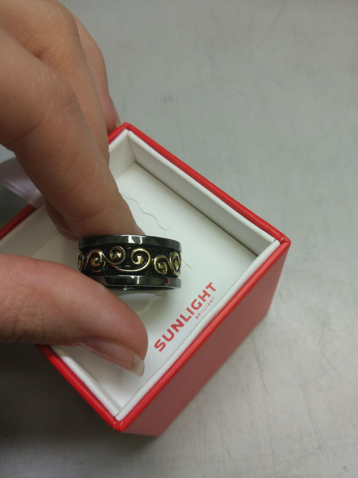 Красивое кольцо-волна!