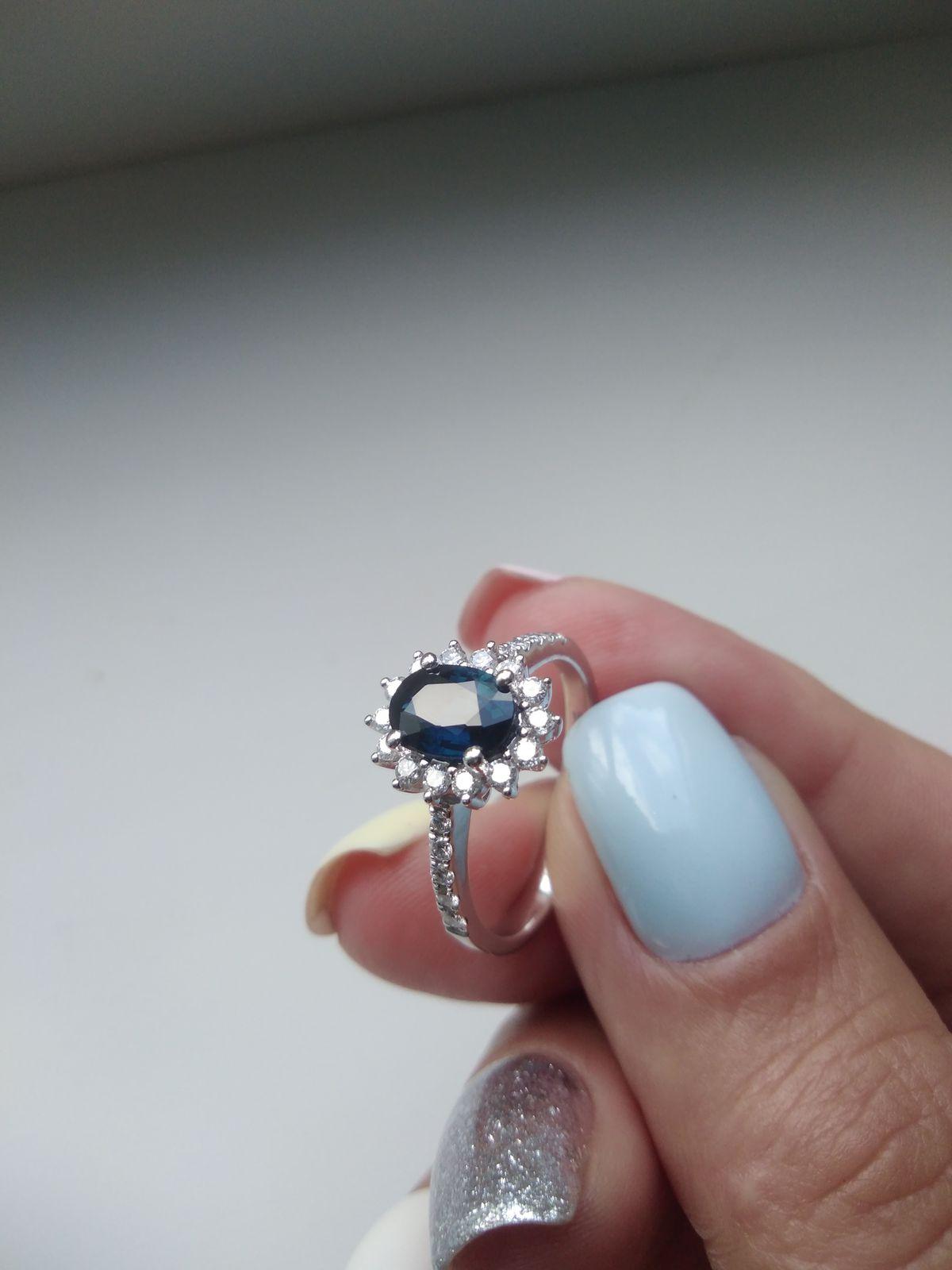 Сапфир в обрамлении бриллиантов