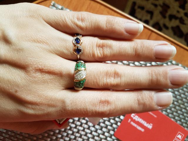 Отличное кольцо с изумрудами