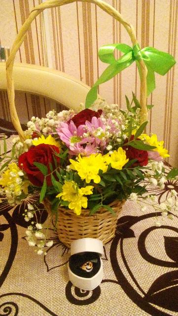 Девушке сделал предложение подарив это чудесное кольцо.Она согласна))))))))