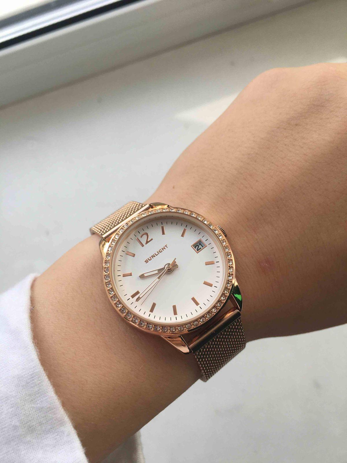 Очень понравились часы.