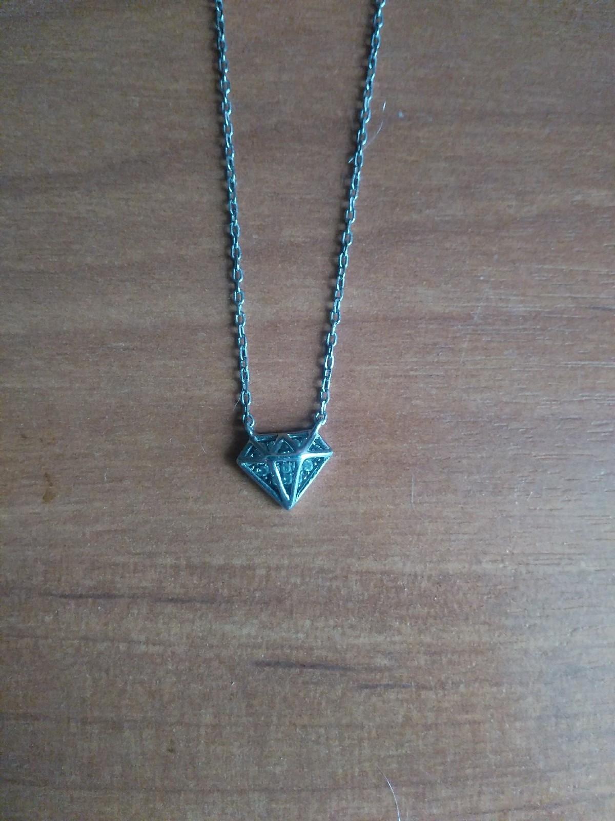 Серебряное шейное украшение с фианитом