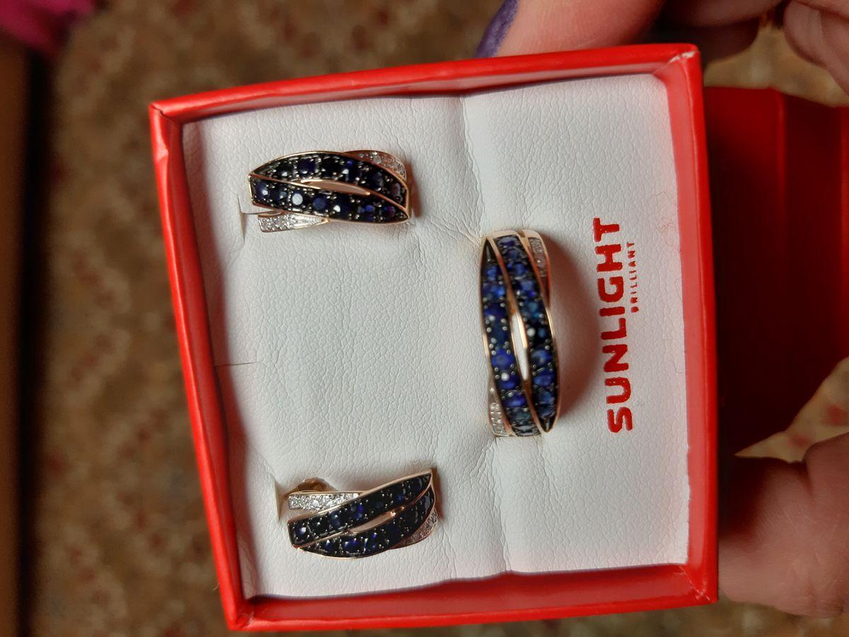 Сапфиры и бриллианты.Серьги простые,но очень заметные блеском камней.