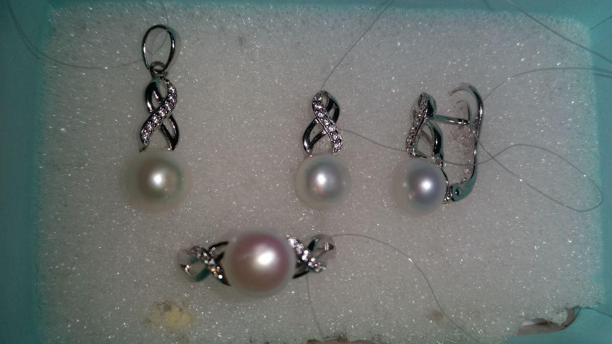 Очень красивые серьги, серебряные с жемчугом и фианитами из набора😍👍!!!
