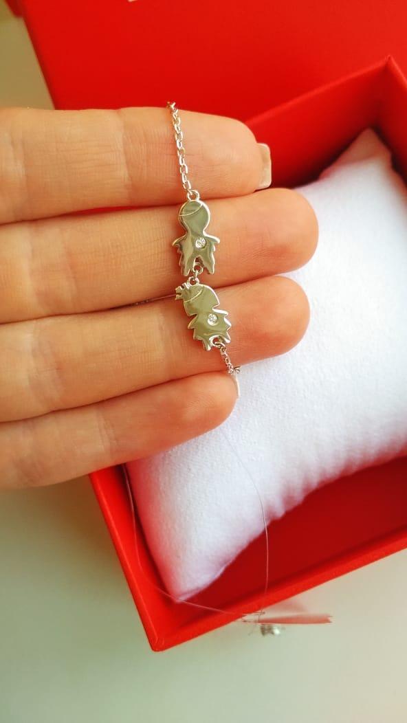 Красивый женский серебряный браслет с фианитами.