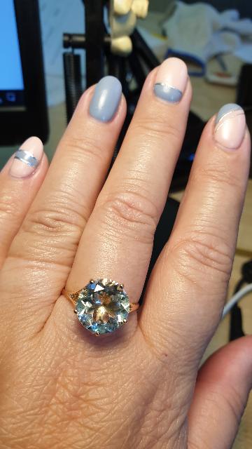 Нежное кольцо с красивым камнем!