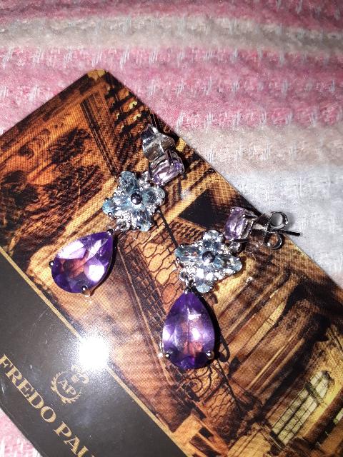 Прекрасные серьги с драгоценными камнями. Очень шикарно смотрятся.